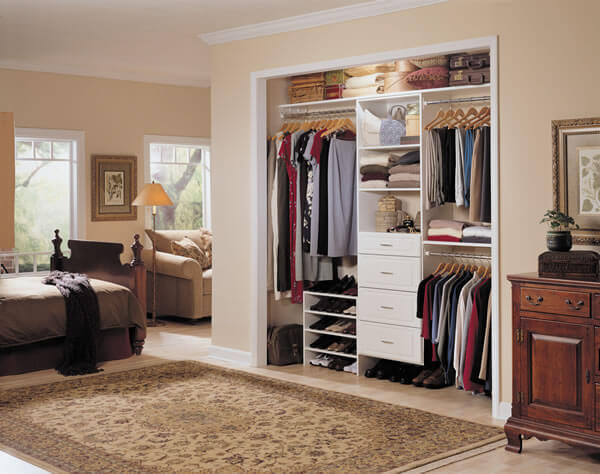 Walk in closet designes by MasterSuite